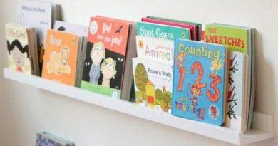 étagère de livres d'enfants